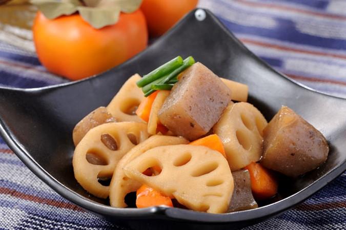 食物繊維たっぷり!根菜とこんにゃくの甘辛煮物